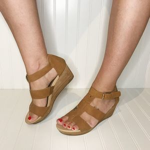 Dr Scholl's Tan Wedges with Gold Accents -8